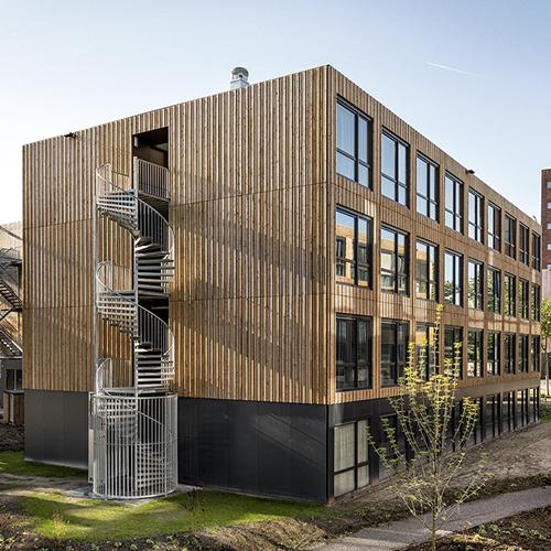 Gestapelde bouw van Jan Snel - Sociale huurwoningen